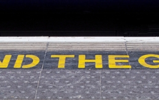 Sign in the London Underground to Mind the Gap